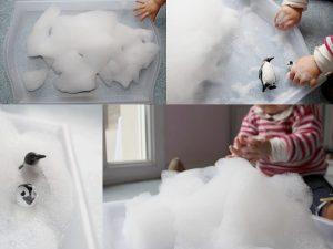 Maaademoiselle A. Shop - 10 idées sur le thème des animaux polaires (activités, jeux, livres) - Plateau sensoriel rempli de mousse